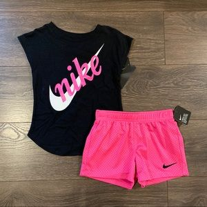 NWT Nike Athletic Outfit, Size 5